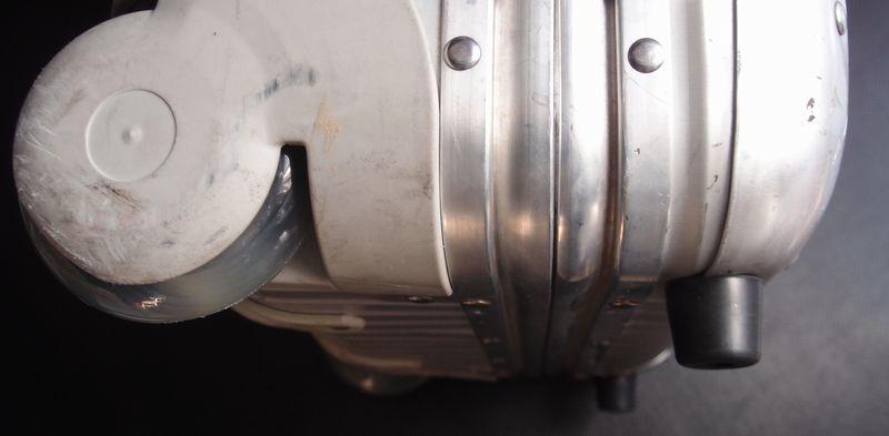 旧型ハウジング用静音ホイール交換とゴム足の交換