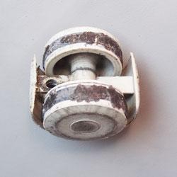 リモワ(RIMOWA)に使える部品 横引きTOPASやOPAL等の交換用ゴムタイヤ